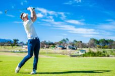 【ゴルフスイングの基本】正しい打ち方が身に付く4STEP
