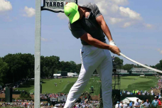 ゴルフ右足の蹴りで+10ヤードするためのテクニックとは?